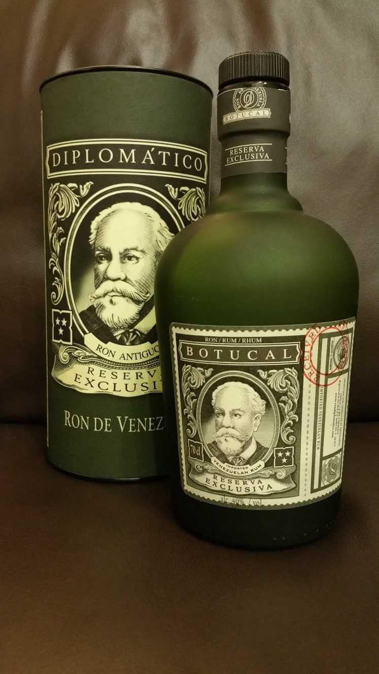 Botucal Reserva Exclusiva Flasche und Verpackung hintergrund front