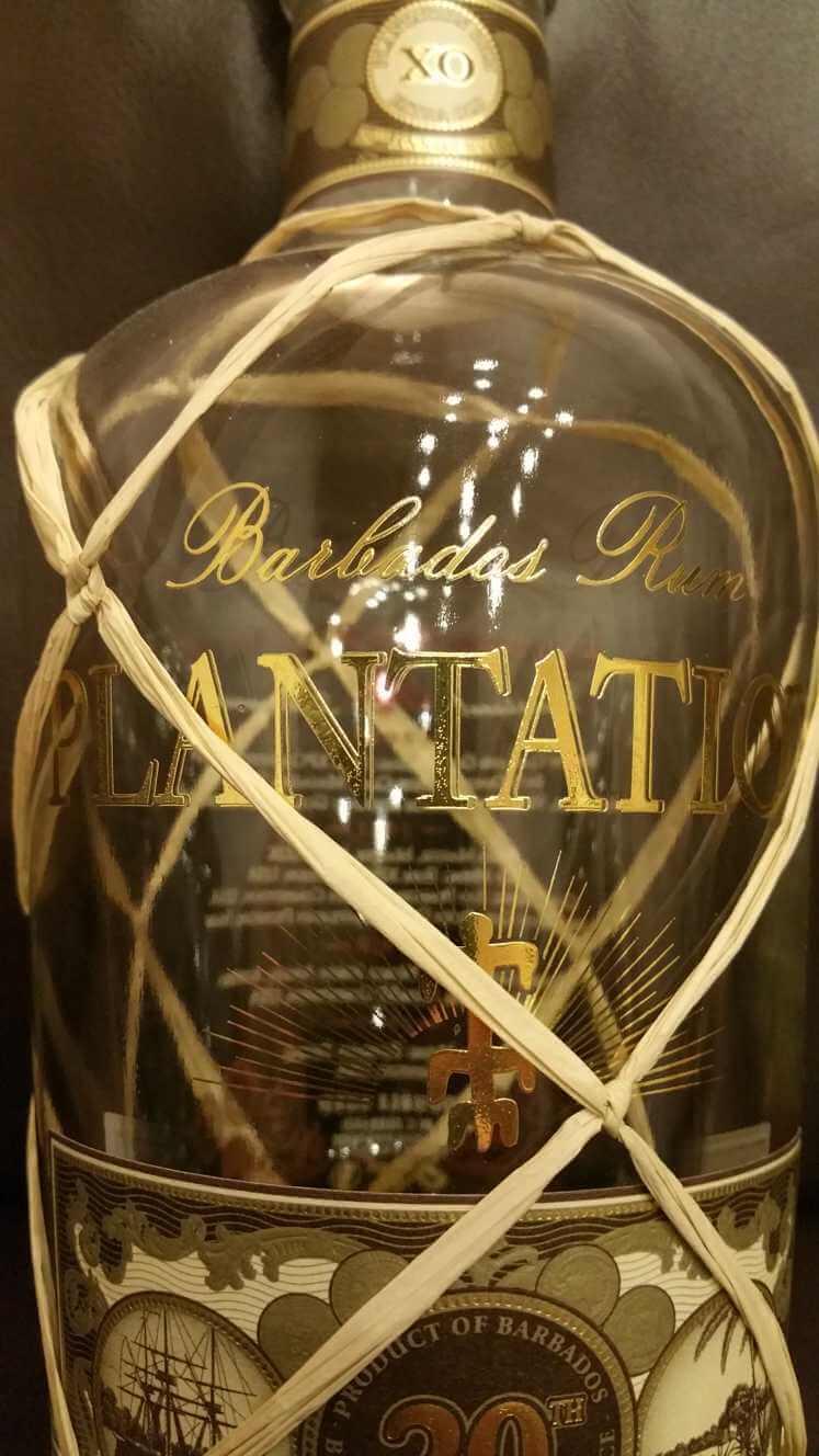 Plantation XO 20th Anniversary Barbados Rum Flasche Schriftzug nah