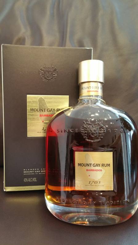 Mount Gay 1703 Old Cask Selection Packung + Flasche front nah