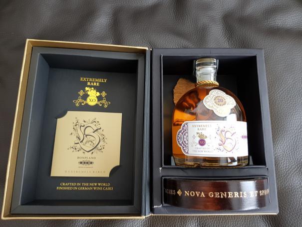 Bonpland Rum Barbados 20 Jahre Verpackung offen mit Flasche