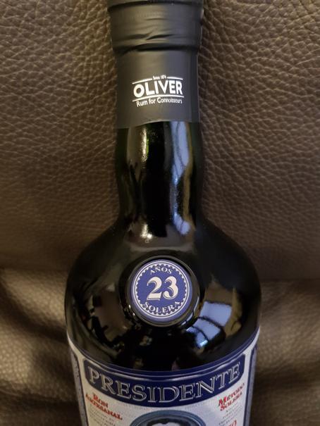 Presidente-Rum-23-Jahre-front-nah-2